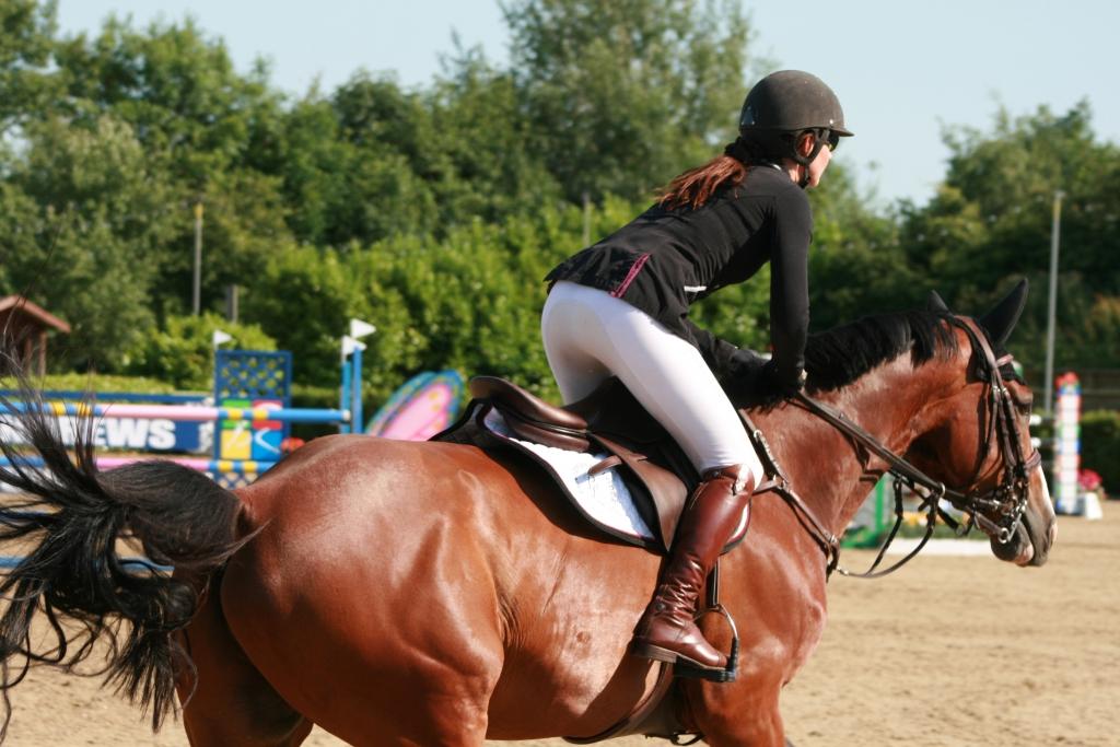 Nikki Ward riding PL Skyline